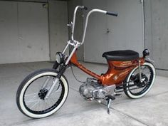 Customised Honda Cub - Now thats how to go to the supermarket !