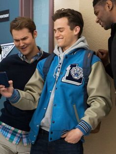 Varsity Style Liberty High Baseball Jacket from drama 13 Reasons Why worn by Justin Foley. Buy at Jackets of America store. Letterman Jacket Outfit, Varsity Letterman Jackets, Football Jackets, Hoodie Jacket, Denim Cutoffs, Jeans Et Converse, Varsity Jacket High School, Justin Foley, Estilo Preppy