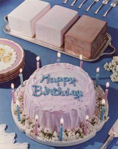 35 ideas for birthday cake photography sweets Retro Recipes, Vintage Recipes, Desserts Sains, Cake Photography, Birthday Photography, Cute Cakes, Food Illustrations, Cute Food, Cake Art