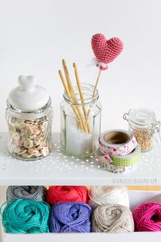 Heart balloon amigurumi - free crochet pattern - p - San Valentino Idee Holiday Crochet, Crochet Home, Cute Crochet, Crochet Motif, Crochet Crafts, Yarn Crafts, Crochet Projects, Knit Crochet, Crochet Patterns