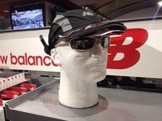 #TRI_VIZ Casquette de course haute performance. La combinaison parfaite d'une casquette et d'une lampe frontale. Offre 3 modes de visibilite grace a des faisceaux reglables a differentes hauteurs. Permet de voir et d'etre vu la nuit grace a un logo et des bandes reflechissantes. 44.95 $. Maintenant disponible à la boutique New Balance Montréal. Pour plus d'informations, appelez notre boutique au 514-844-2777, ou rendez-vous sur www.newbalancemontreal.com et www.fitexpert.ca.