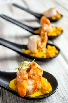 Scampi in saffraansaus I Love Food, Good Food, Yummy Food, Gourmet Recipes, Appetizer Recipes, Snacks Für Party, Tapenade, Small Meals, Appetisers