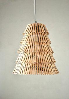 03 - Luminária pendente feita de pregadores de roupa (Crea-re Studio)