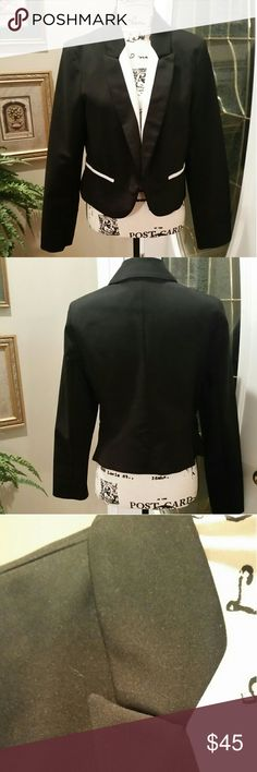 NICOLE by Nicole Miller Tux-Style Jacket Perfect for work, evening and holiday celebrations where you want to make a statement. Cropped Tux-Style Jacket in black with white lapels. No-button design. EUC Nicole by Nicole Miller Jackets & Coats Blazers