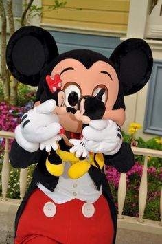 The cuteness is unreal! Disney Dream, Disney Love, Disney Magic, Walt Disney, Disney Pics, Disney Pictures, Disney Stuff, Mickey Mouse And Friends, Mickey Minnie Mouse
