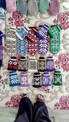 Fair Isle Knitting, Knitting Socks, Eminem, Mittens, Slippers, Zapatos, Knit Socks, Fingerless Mitts, Fingerless Mittens