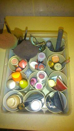 Organización en el baño #pinturas #organización #rollosdepapel #diy #box #makeup