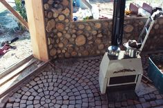 cordwood masonry home during construction: walls, radiant floor heat, and passive solar design! Natural Building, Green Building, Cordwood Homes, Yurt Home, Masonry Construction, Build A Wall, Radiant Floor, Cabin Homes, Tiny Homes