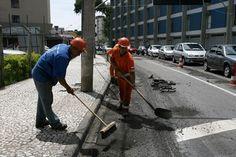 Obras de pavimentação da rua Luiz Leão, no centro. Foto: Luiz Costa/SMCS - Álbum - Prefeitura de Curitiba