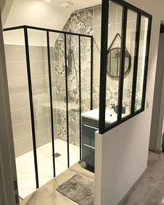 🇫🇷 mardi >>> je vous montre un petit coin dans… House Design, House, Bathroom Interior Design, Interior, New Homes, Home Decor, House Interior, Suite, Attic Apartment