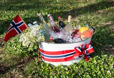 Slik pynter du til mai - Enkle tips Norwegian Flag, Constitution Day, Public Holidays, 4th Of July Celebration, Time To Celebrate, Norway, Red And White, Diy And Crafts, Food And Drink