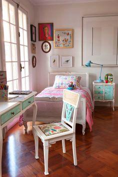 Cama y silla enjuncada, Bazar de la Fortuna