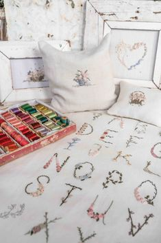 Victoria Magazine, English Interior, Country House Hotels, Christmas Bird, Painted Clothes, Ornament Crafts, Felt Ornaments, Linens And Lace, White Furniture