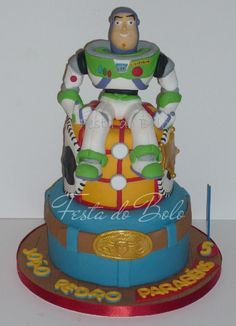Toy Story #Cake #BuzzLightyear Looking so awesome! We love and had to share! Great #CakeDecorating!