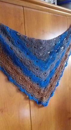 Scialle in pura lana all'uncinetto con filati zauberball