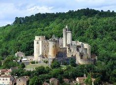 Le château de Bonaguil © All free photos - http://www.franceregion.fr/balades-de-reve-en-aquitaine-art466