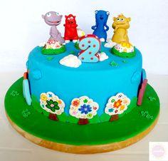 The Cuddlies Cake - by miettes @ CakesDecor.com - cake decorating website