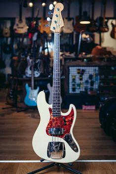 Fender Jazz Bass 1966 transparent Blonde All Original Fender Bass Guitar, Fender Electric Guitar, Guitar Rig, Cool Guitar, Guitar Players, Guitar Pedals, Vintage Bass Guitars, All About That Bass, Guitar Collection