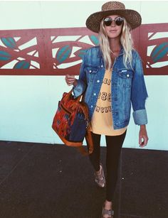 Casual and cute! Looks like the perfect outfit for a day of traveling and exploring!