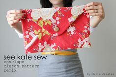 I was so excited to get an early crack at See Kate Sew's new envelope clutch pattern. It's a basic design that is easy to dress up or down, or not at all. The way it comes together is so smart and it is a really fun sew. It's not complicated but you end up with something fully lined, and professional looking. And…it only requires