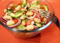 Okurkový salát s bílými fazolemi a rajčaty Cobb Salad, Potato Salad, Shrimp, Potatoes, Meat, Fruit, Ethnic Recipes, Food, Potato