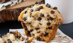 The BEST go-to recipe for homemade chocolate chip muffins. This is a moist bakery style muffin, loaded with chocolate chips and a sky-high muffin top. Simple Muffin Recipe, Healthy Muffin Recipes, Homemade Chocolate Chip Muffins, Chocolate Recipes, Donut Muffins, Milk Recipes, Baking Recipes, Easy Blueberry Muffins, Pie Cake