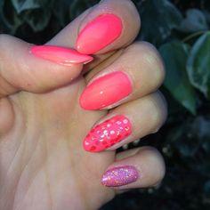 Summer Nails �� #summer #summernails #fluo #fucsia #effettosirena #sirenetta #effettosquame #paiettes #nailart #love #colori #truecolors #magnetic #prodotti #professional #estetista #sancataldo #cl #josephine #parrucchieria #soddisfatta #ottimolavoro #goodjob #freschi #smile #mani #semipermanente #nails #�� #style http://misstagram.com/ipost/1566871606826198786/?code=BW-pWy9hWcC
