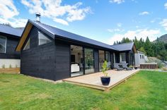 Arthur's Point House | Black Cladding, NZ Architecture, NZ Family Home, Countryside Home, Family home Inspiration, First Home Inspiration | NZ Homes | Build me. | www.buildme.co.nz
