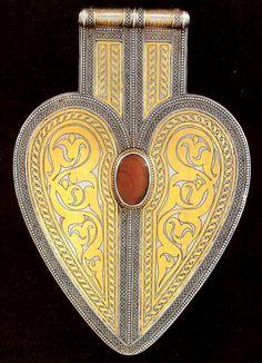 Another beautiful Asyk from Der Turkmenenschumuck Kurt Gull
