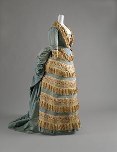 Victorian Dress (Ball Gown) House of Worth (French, Designer: Charles Frederick Worth (French (born England), Bourne Paris) Date: ca. 1872 Culture: French Gift of Mrs. Philip K. Charles Frederick Worth, House Of Worth, 1870s Fashion, Victorian Fashion, Vintage Fashion, Vintage Outfits, Vintage Gowns, Historical Costume, Historical Clothing