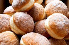 A fánk sütőben sütve is pompás, de jóval kalóriaszegényebb, mint a hagyományos csemege. Hungarian Desserts, Hungarian Recipes, Hungarian Food, Gourmet Recipes, Cooking Recipes, Sweet Pastries, No Bake Desserts, Food To Make, Donuts