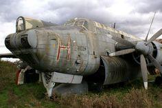 AVRO SHACKLETON Airplane War, Airplanes, Avro Shackleton, Old Planes, Military Men, Royal Air Force, Airports, Cold War, Military Aircraft