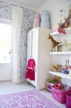 meisjeskamer love the wallpaper!!!