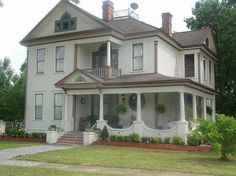 Google Image Result for http://www.thevictorianlewishouse.com/images/FRONTHOUSEVIEW0001.JPG