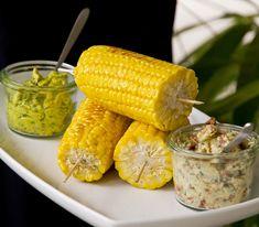 Gesalzne Butter auf dem noch heissen Maiskolben ist zwar fein, mit unseren beiden Varianten von Gewürzbutter wird der grillierte Zuckermais zur Gourmet-Mahlzeit.