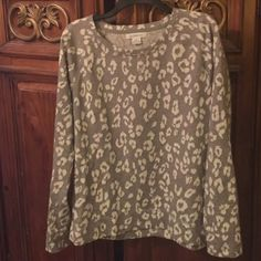 Liz Claiborne Leopard Lightweight Sweatshirt Liz Claiborne Lightweight Sweatshirt. Light gray and white, size large tall, worn once, like NEW. Liz Claiborne Tops Sweatshirts & Hoodies