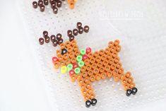 swiateczne ozdoby z koralikow do prasowania szablony Christmas Diy, Xmas, Perler Beads, Pixel Art, Reindeer, Crochet Necklace, Projects To Try, Cross Stitch, Handmade