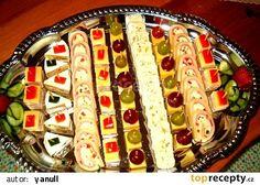 Sýrové variace recept - TopRecepty.cz Appetizer Sandwiches, Tea Sandwiches, Appetizers, Czech Recipes, Ethnic Recipes, Salty Snacks, Food Decoration, Diy Food, Hot Dog Buns