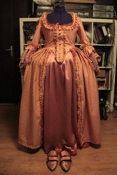 """My version of a """"robe à l'anglaise"""" in peach linen and and matching refashioned and painted shoes."""