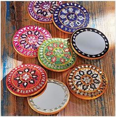 Decorative pocket mirrors are an excellent gift for your mehendhi guests to show your appreciation.