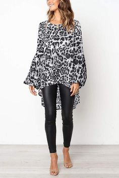 This blouse with swallow tail design is very fashion,which can make you looked like a hollywood star,leopard design can also make you looked simple and generous,you can wear it at your daily life,get one you prefer. Blouse Styles, Blouse Designs, Look Legging, Fall Outfits, Casual Outfits, White Jeans Outfit, Capsule Wardrobe, Jumpsuit With Sleeves, Mode Hijab