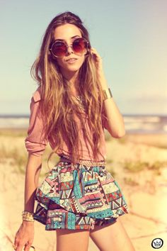 Printed skirt and oversized round sunglasses... a match made in heaven!