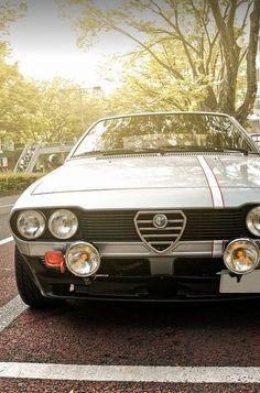 "terta: "" pizzadolllana: "" Alfa Roméo GTV6 "" no, that's an Alfetta GT. """