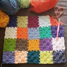 Angie 🌷 Le Monde De Sucrette On Instagr - Diy Crafts Crochet Stitches Free, Crochet Squares, Crochet Patterns Amigurumi, Crochet Blanket Patterns, Crochet Motif, Baby Blanket Crochet, Crochet Cushion Cover, Crochet Cushions, Corner To Corner Crochet Blanket