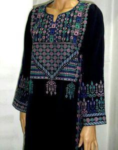 Embroidery dress sindhi 63 New Ideas Kurti Embroidery Design, Embroidery Neck Designs, Embroidery Patterns Free, Embroidery Dress, Abaya Fashion, Fashion Outfits, Beautiful Black Dresses, Palestinian Embroidery, Pakistani Bridal Wear