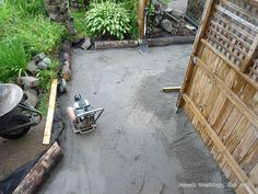 Laying Pavers for a Walkway. Make the bed for placing the brick pavers Instructions: http://www.usa-gardening.com/paving/pavers-3.html  #paversbed #paverbed #pathbed #gardenborder #ideas #landscaping #hardscape #gardenpath #backyard #outdoor
