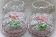 Cheryls Crochet These booties are made with Patons Grace Mercerized Cotton yarn. The booties are designed with a narrower heel to give a baby a Booties Crochet, Crochet Baby Sandals, Crochet Baby Clothes, Crochet Shoes, Baby Booties, Mercerized Cotton Yarn, Baby Girl Patterns, Crochet For Kids, Baby Sewing