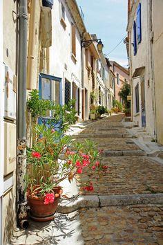 Rue du Refuge, Arles, FRANCE