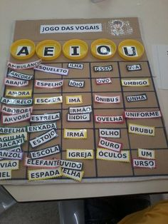 Jogo para o trabalho com as Vogais feitos pela Professora Fabricia Biaso: