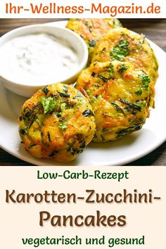 Low Carb Karotten-Zucchini-Pancakes – gesundes, vegetarisches Hauptgericht Low-carb recipe for carrot-zucchini pancakes with a yoghurt dip: a vegetarian dinner or a quick, easy weight-loss lunch. Healthy Low Carb Recipes, Healthy Dinner Recipes, Vegetarian Recipes, Foods For Abs, Law Carb, Zucchini Pancakes, Vegetarian Main Course, Carrot Recipes, Weight Loss